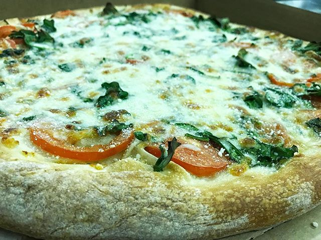 Let us take care of Sunday dinner for you! #thejunctionpizza #mtpleasantpa #bestpizzaintown #pizzaporn #eeeeeats #yummy #pizzagoals #whitepizza #🍕