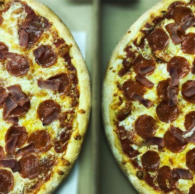 Yuummmm double the deliciousness 🍕 . . .  #thejunctionpizza #🍕 #pittsburghpizza #pizzaporn #foodporn #deckoven #mtpleasantpa #bestpizzaintown #greensburgpa #yummy #pizzapizza #724 #412