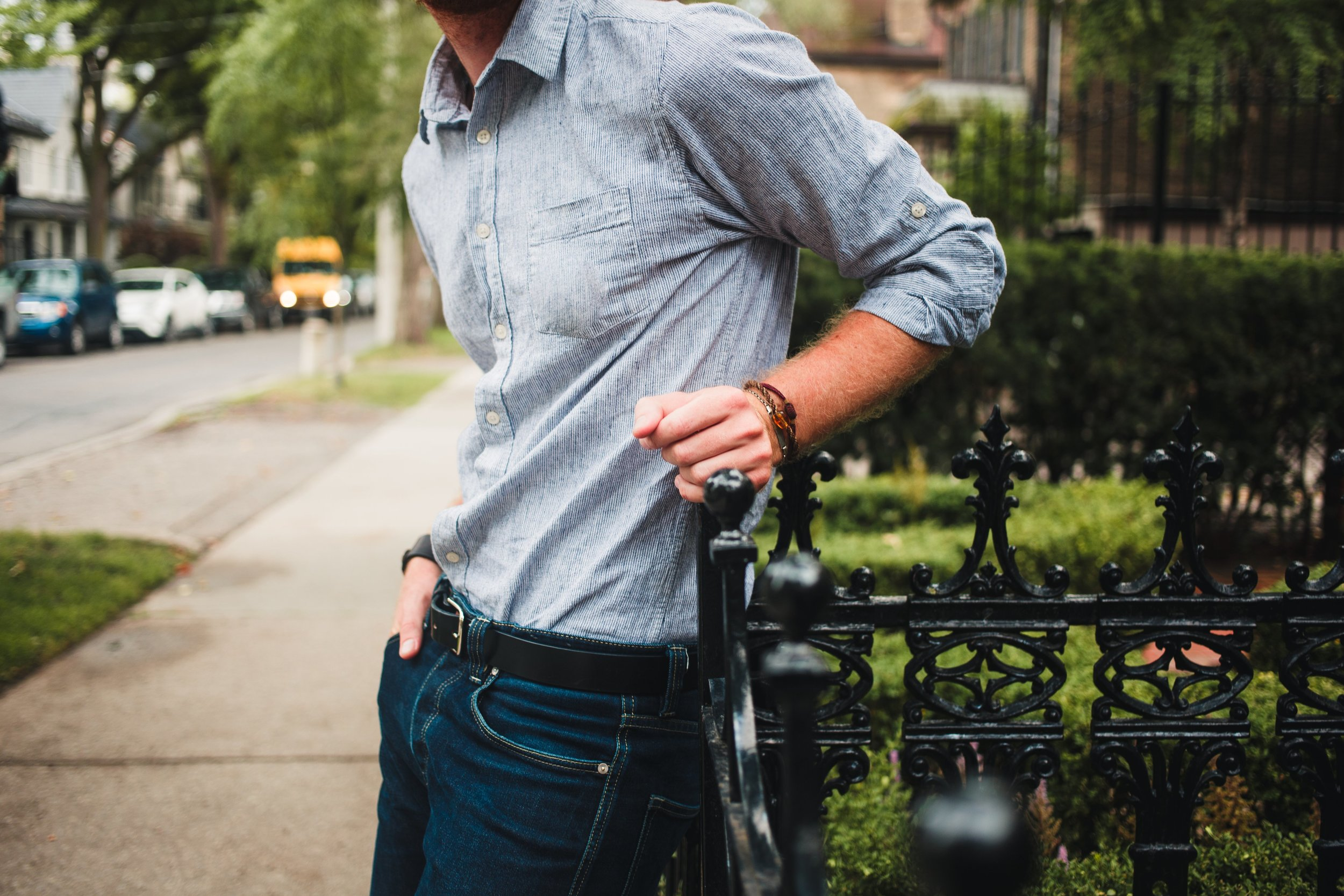 mens-fashion-close-up-shirt-tucked-in-leaning_4460x4460.jpg
