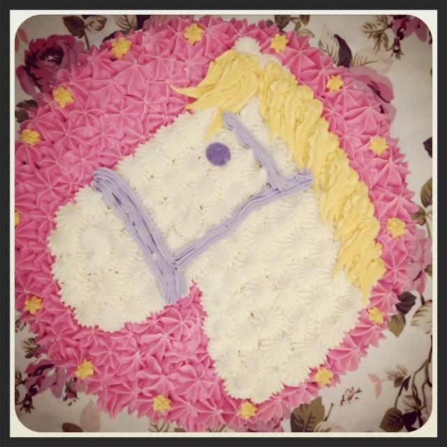 horse cake.JPG