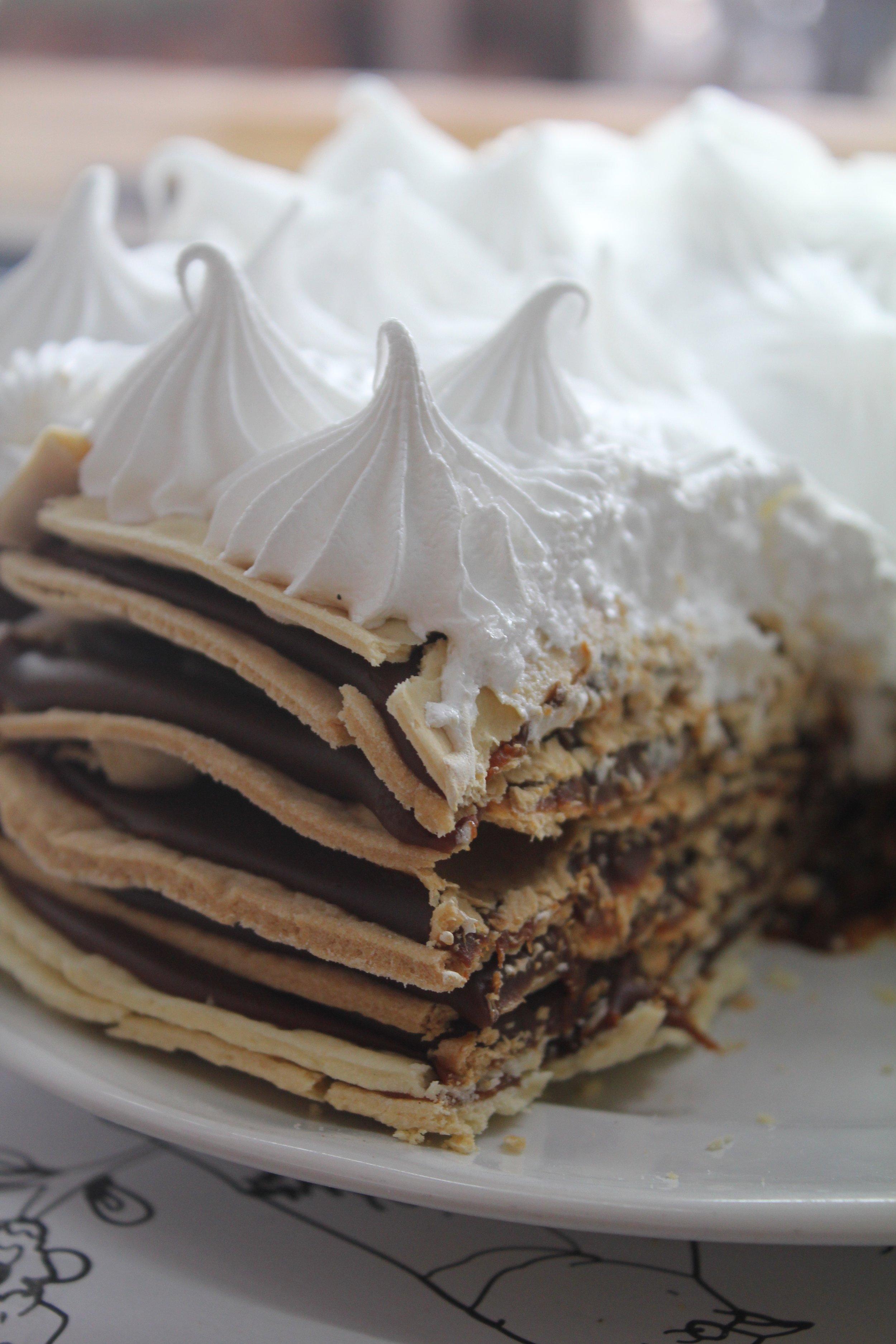 Wish $1400 - Capas crujientes intercaladas con dulce de leche repostero y decoradas con merengue italiano.