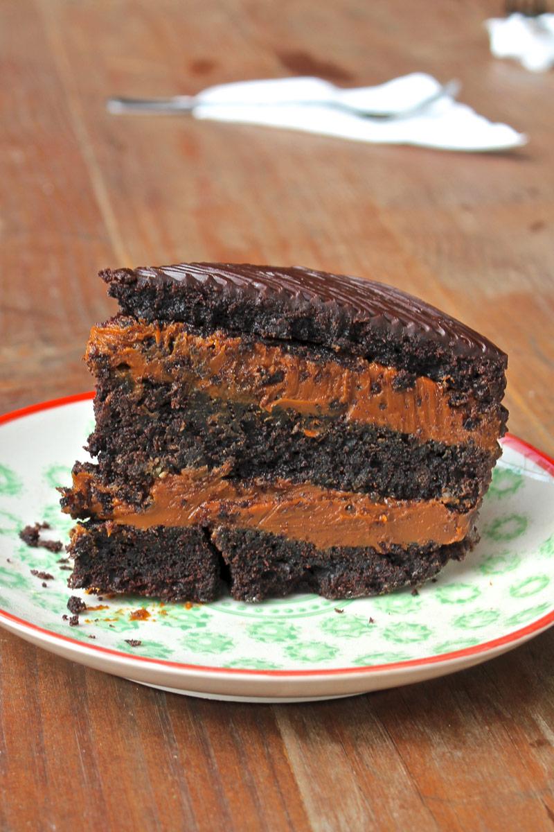 Chocolala $1200 - Torta pura de chocolate, rellena de dulce de leche, cubierta con chocolate.