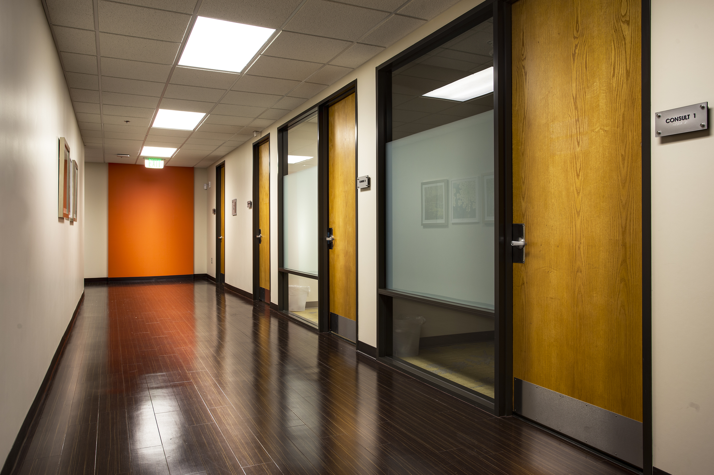 Dr-Monteith-Consultation-Hallway.jpg