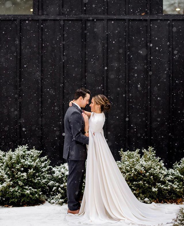 Yesterday's shoot offered up some picture perfect snow 👌🏼 Loving this beautiful image from @chelsealuskphotography 😍 that captures the undeniable perfection of @thelawbridal capes!! . Venue: @dwellvacations  Dress boutique: @springsweet  Cape: @thelawbridal  Gown: @willowbywatters Suit: @theblacktux  HAMU: @oliviarileydesign  Models: @mrslivkakabaker / @kakabaker333 . #unveilworkshop #workshop #photographyworkshop #styledshoot #winterwedding #weddinginspo #weddinginspiration #lookslikefilm #allthefeels #couplegoals #puremichigan #dwellvacations #newbuffalomichigan #communityovercompetition #thelawbridal