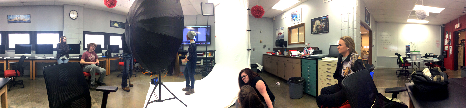 photograph of activities in a photo studio.