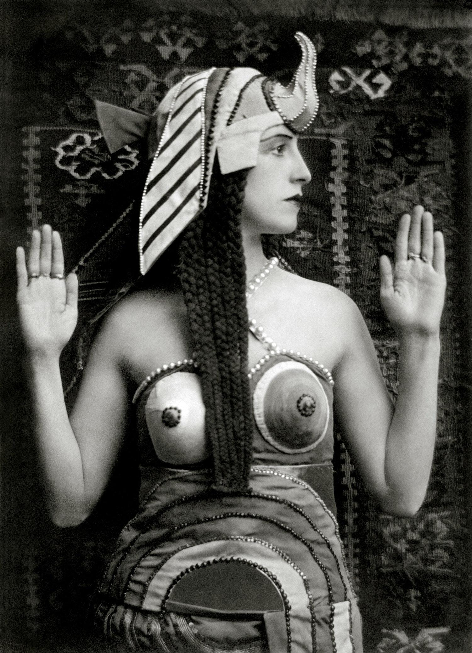 "Lubov Tchernicheva as Cleopatra in ""Cléopâtre"", London, England, 1918"