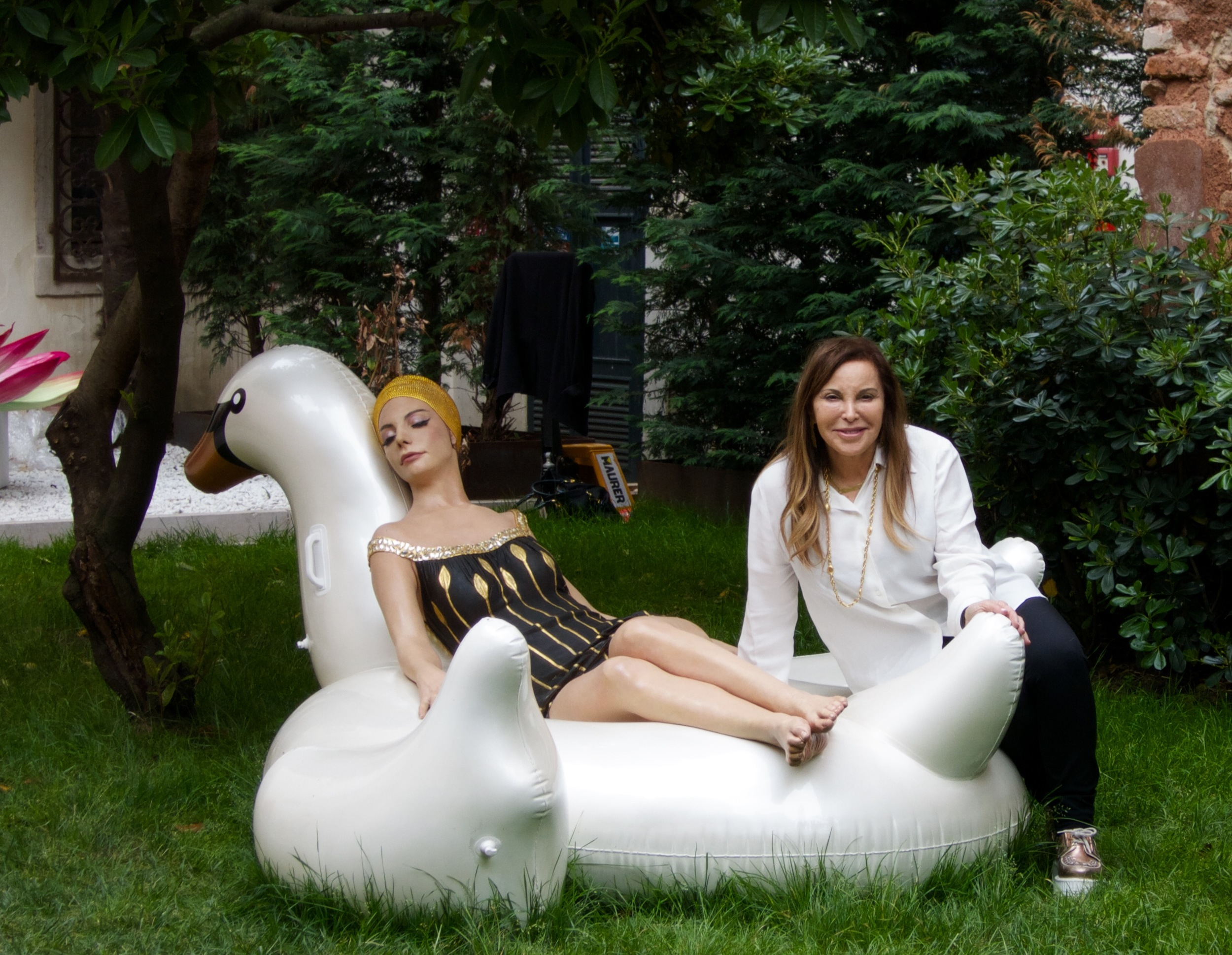 Leda and the Swan, 2015, Oil on Resin, on location at Palazzo Mora