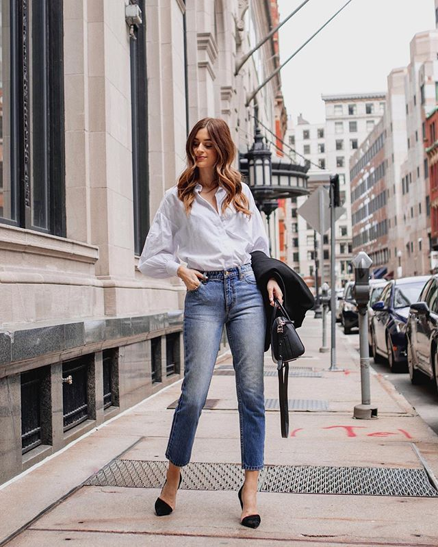 I don't think I've worn blue jeans since I was a teenager (many many moons ago 🤪), so here's me remembering what a classic combo blue jeans, a white shirt and pointed heels is ❤️✌🏼 The classics http://liketk.it/2BuIb #liketkit @liketoknow.it