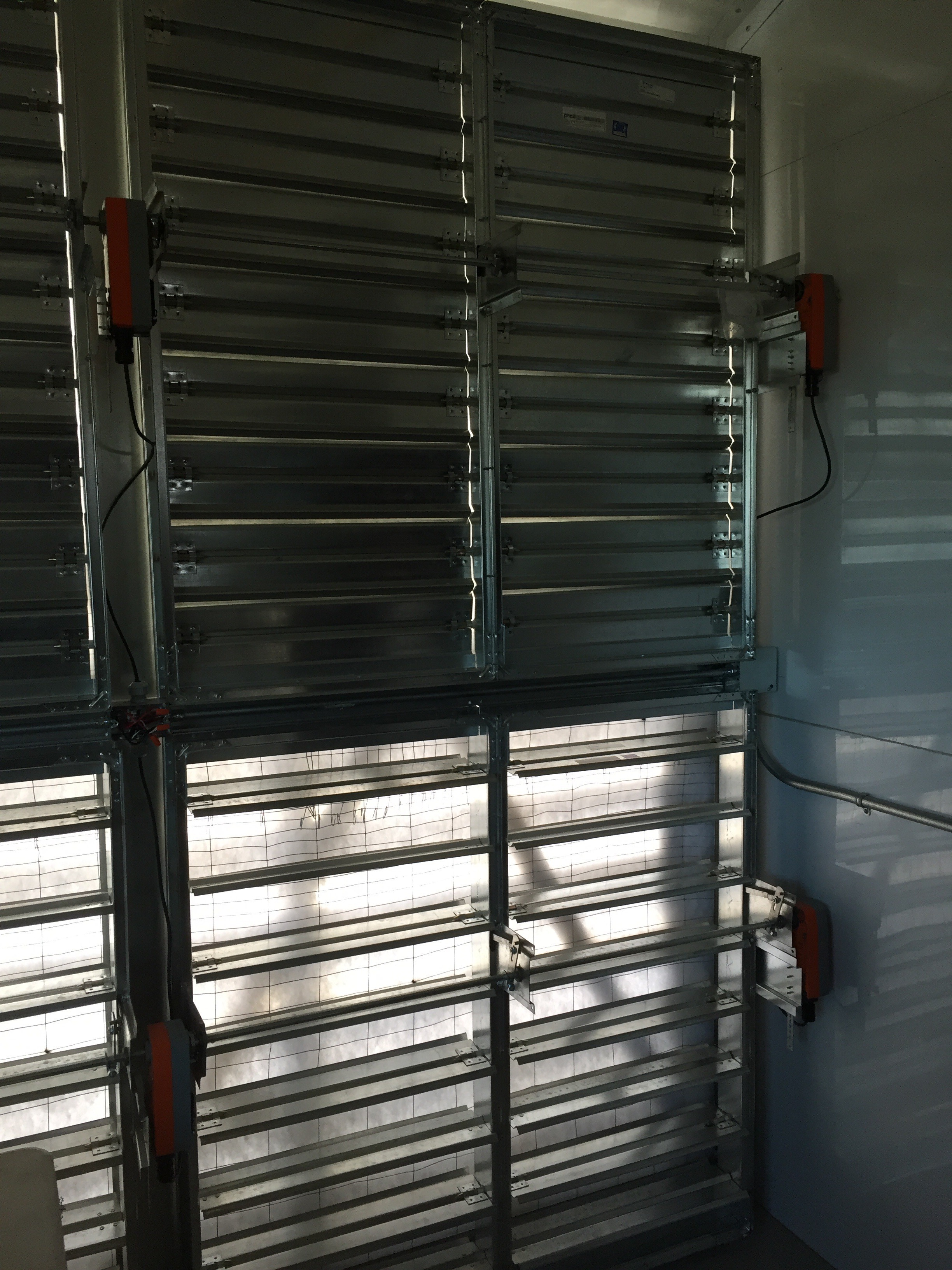 Moving inside the structure, the entire intake wall is made of 6 electrically controlled dampers. These dampers open based on the inside temperature so only the necessary amount of air passes through. This is great for the winter months when almost no outside cooling air is needed.