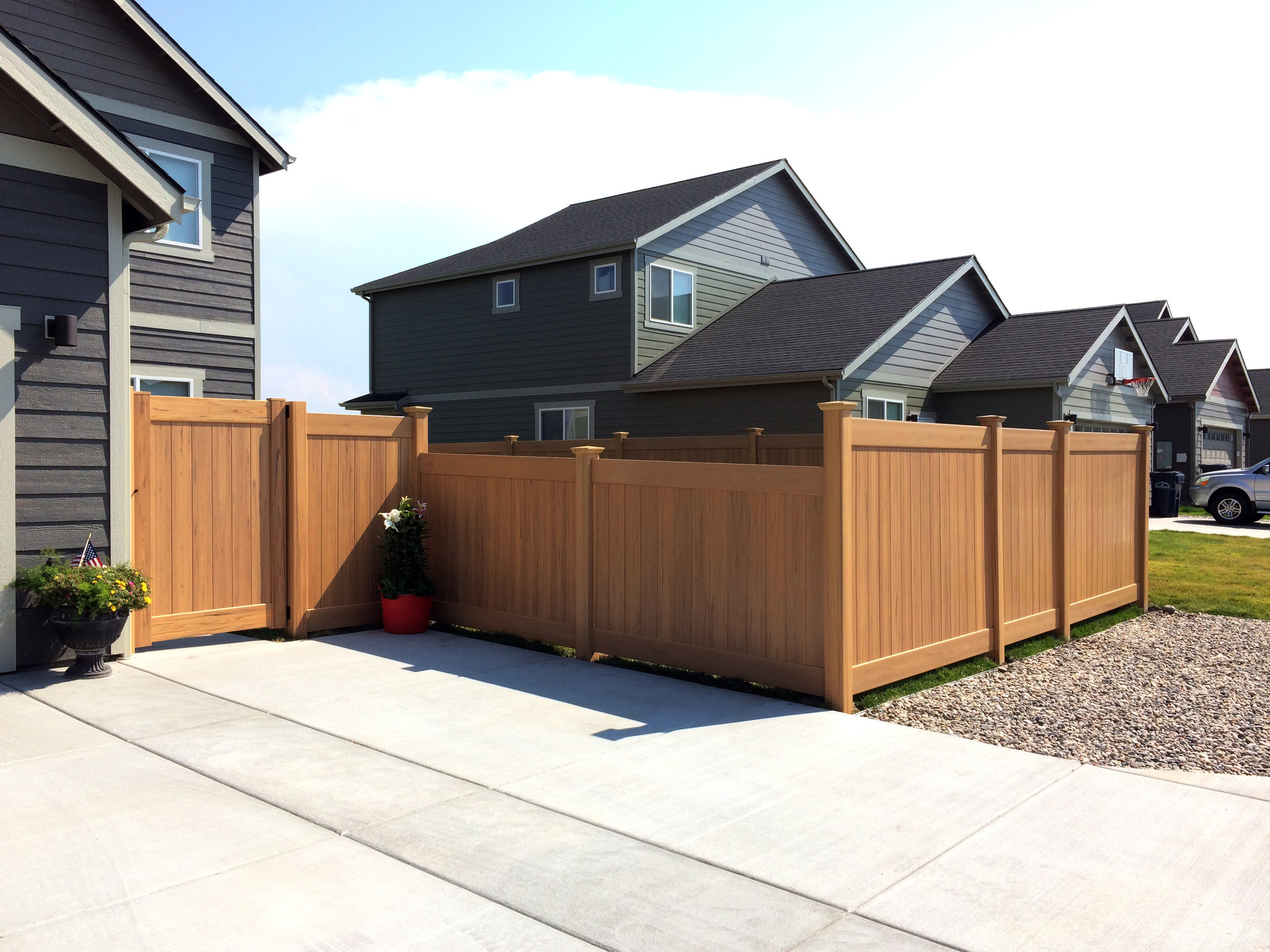 """Norton Ranch"" wood-grain vinyl stepped fence"