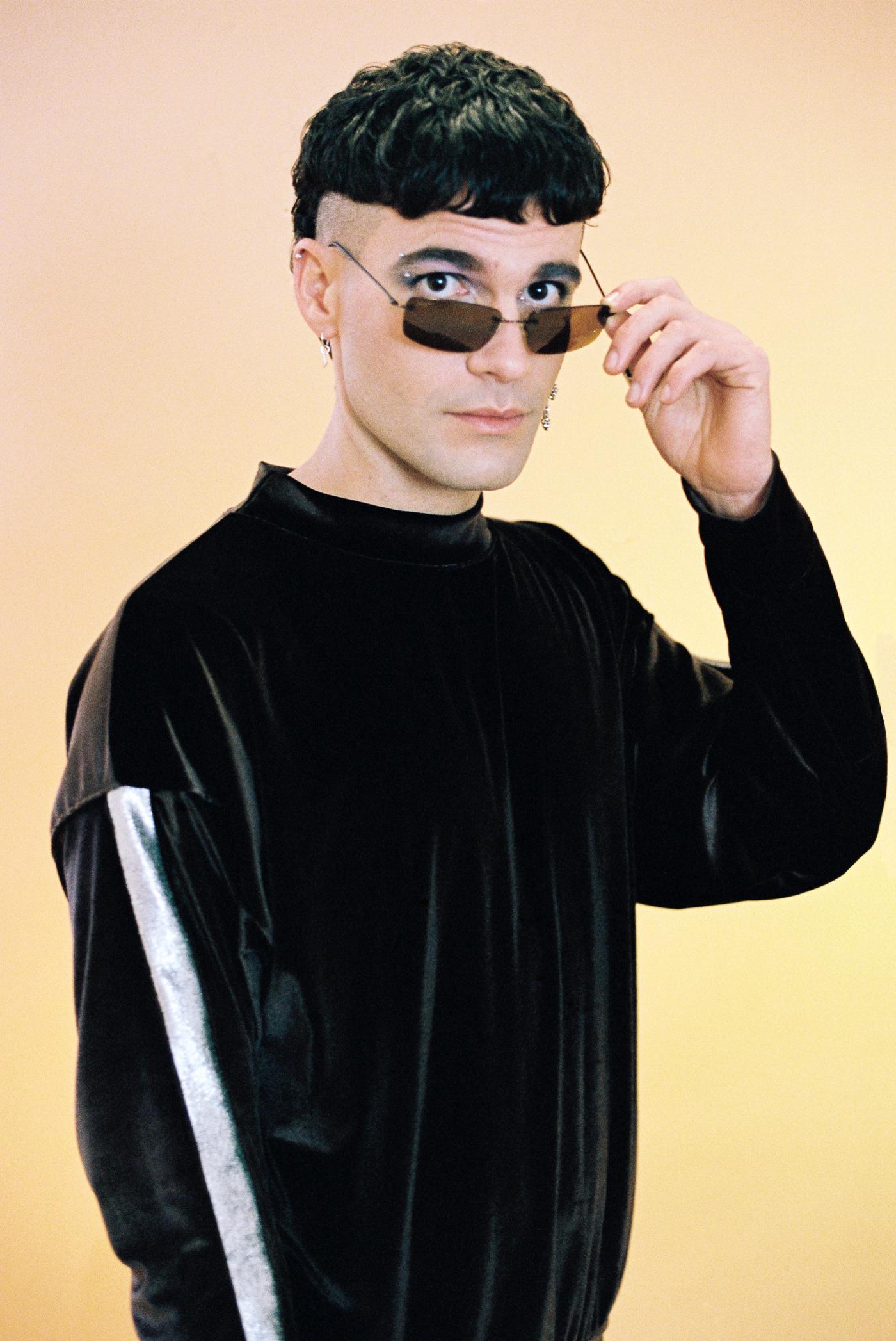 blacksilvertracksuit-2.jpg