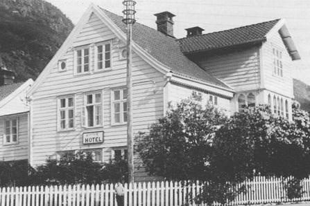 Ei spesiell historie - For å få vite korleis Blix Hotell starta opp og fekk det unike namnet sitt må vi gå ei stund tilbake i historien.Historia om Blix hotell