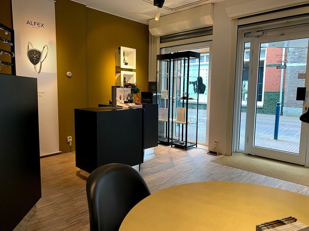 Winkel en Atelier - De werkbank van Fokke staat centraal.