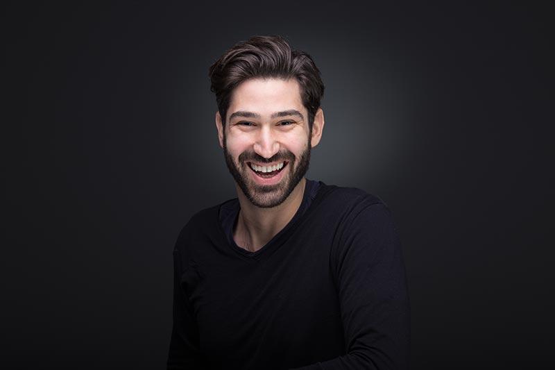 Κοσμάς Απατάγγελος χαμογελαστό, χαρούμενο πορτραίτο