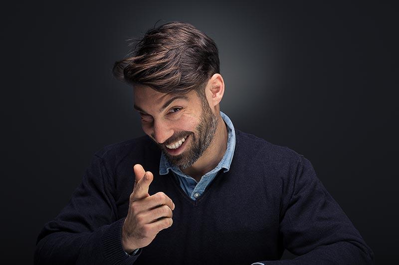 Χιουμοριστικό πορτραίτο άνδρα