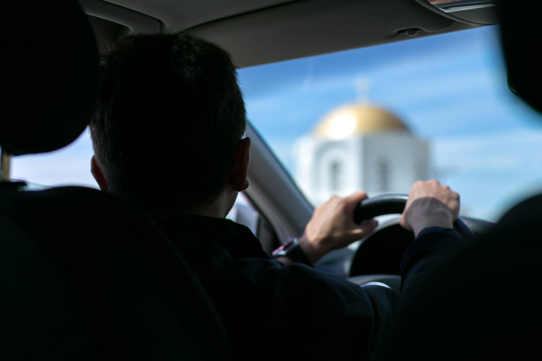 εκκλησία της Τήνου μέσα από το αυτοκίνητο