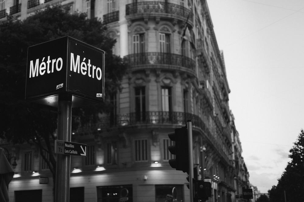 στάση του μετρό στην Μασσαλία.