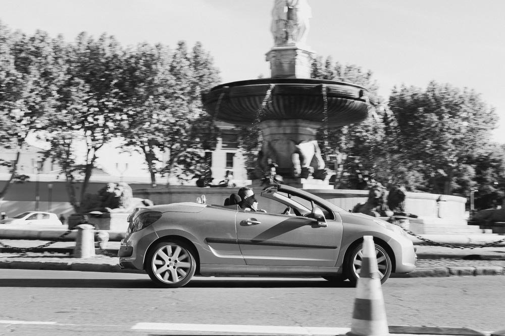 ένα Peugeot cabrio στην πλατεία