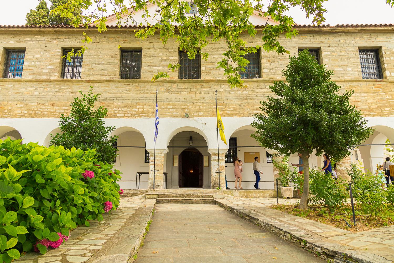 Φωτογραφία της πρόσοψης της εκκλησίας του Αγίου Νικολάου στην Πορταριά Πηλίου.