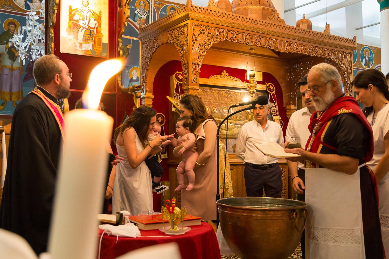 Φωτογραφικό στιγμιότυπο λίγο πριν τη βάφτιση στην εκκλησία του αγ. Νικολάου στην Πορταριά.