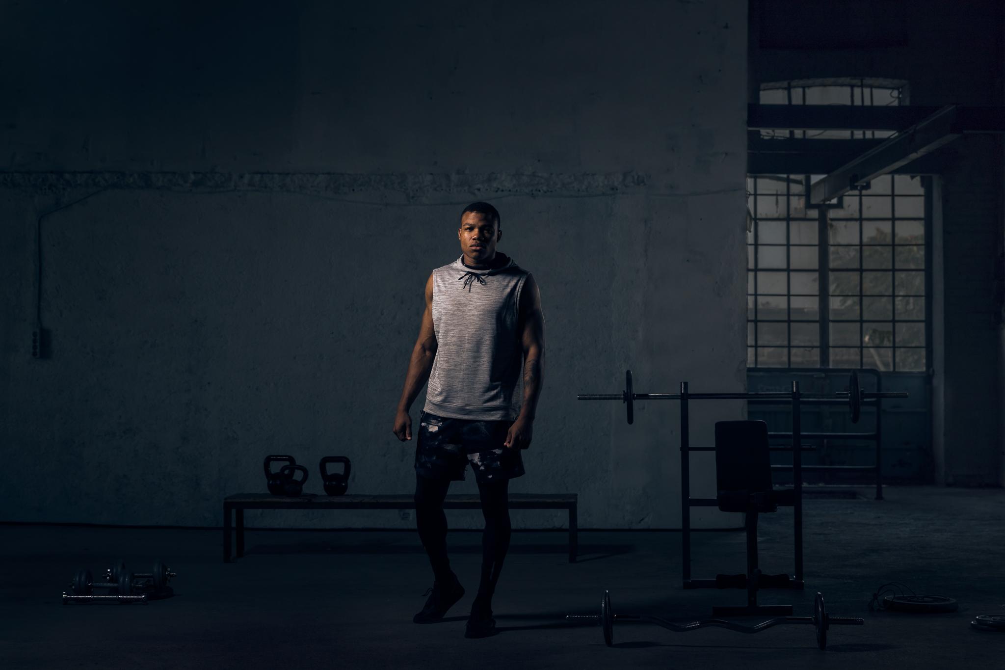 kostis sohoritis photography advertising ogilvy one cosmote 4G squat 12.jpg