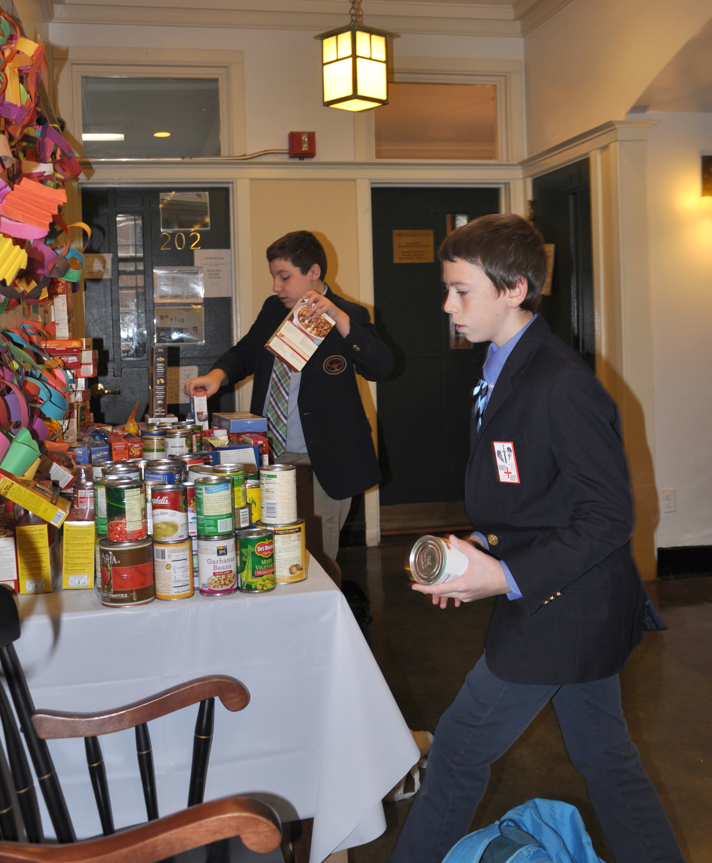 Middle School students donate canned food.