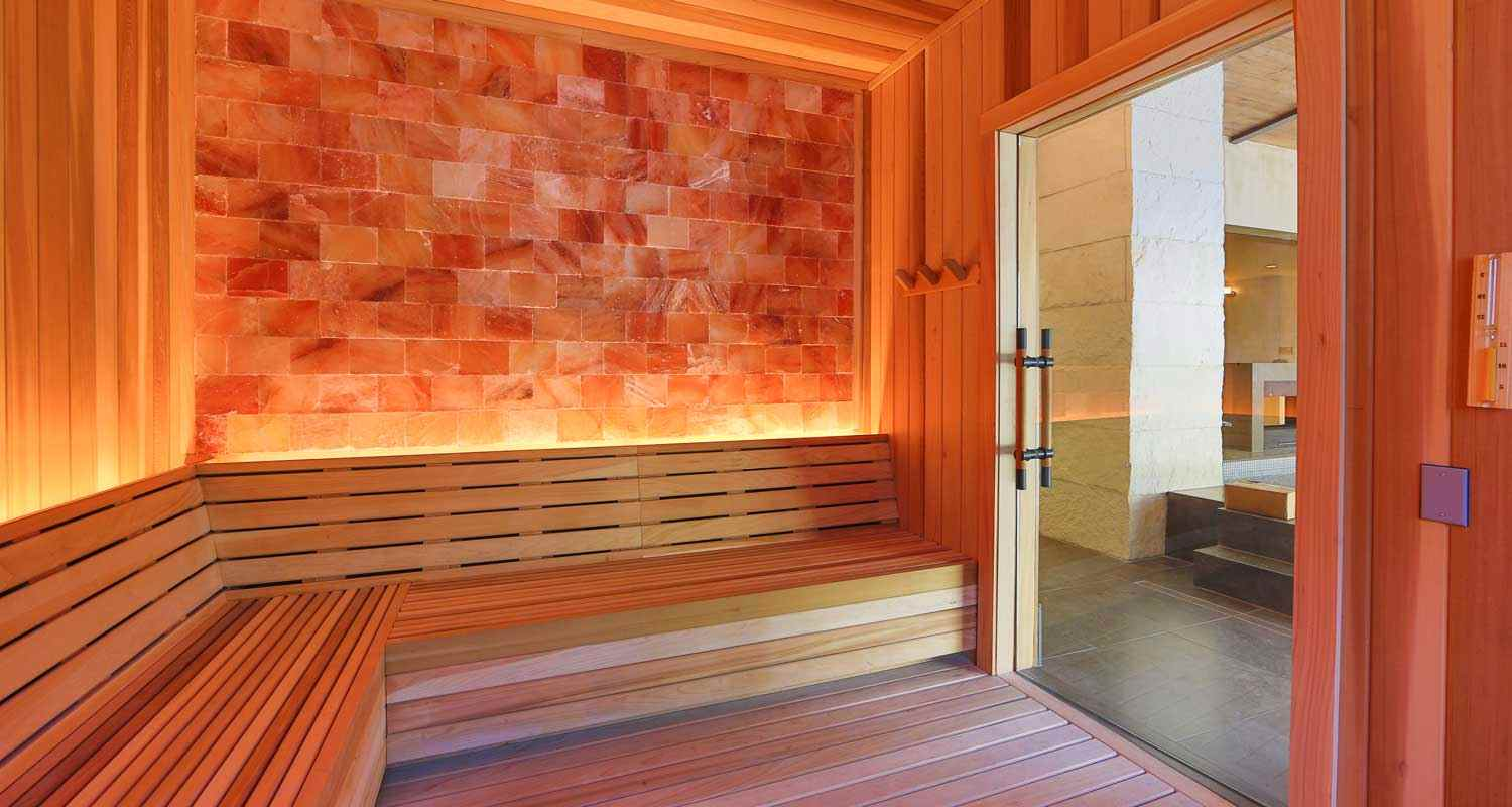 Steam room with chromotherapy lighting option