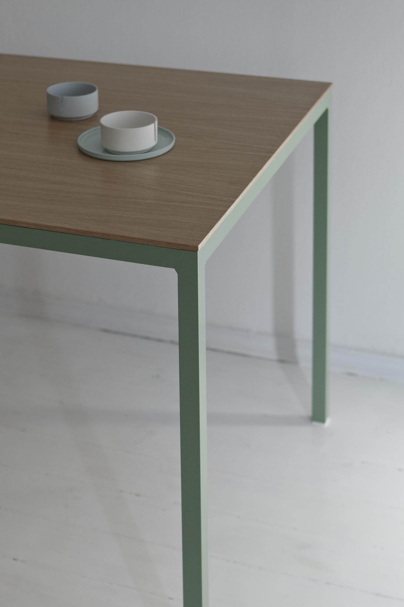 table-tib-6197.jpg