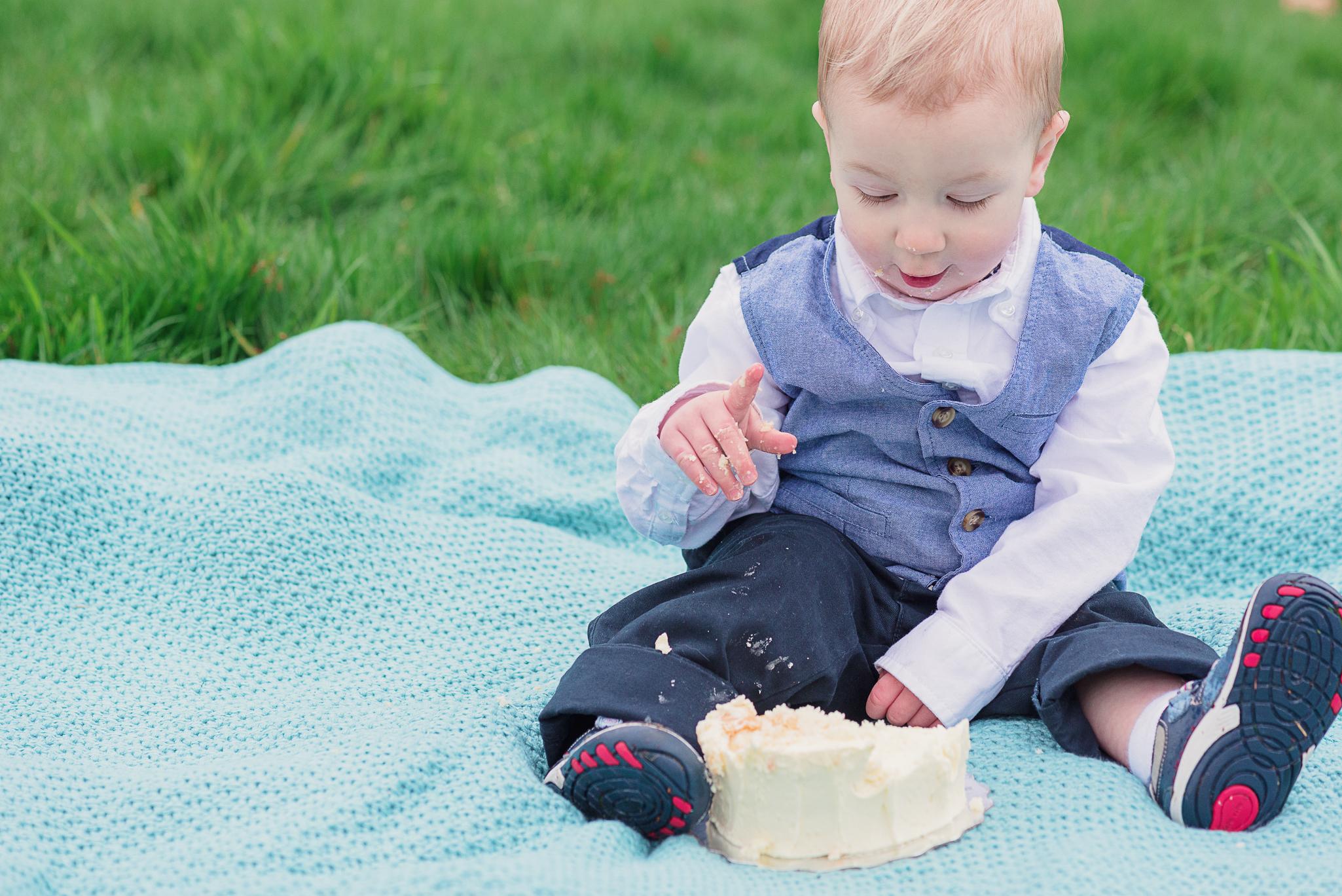 Nicola_Reiersen_Family_Photographer_Victoria_BC_Cake_Smash.jpg