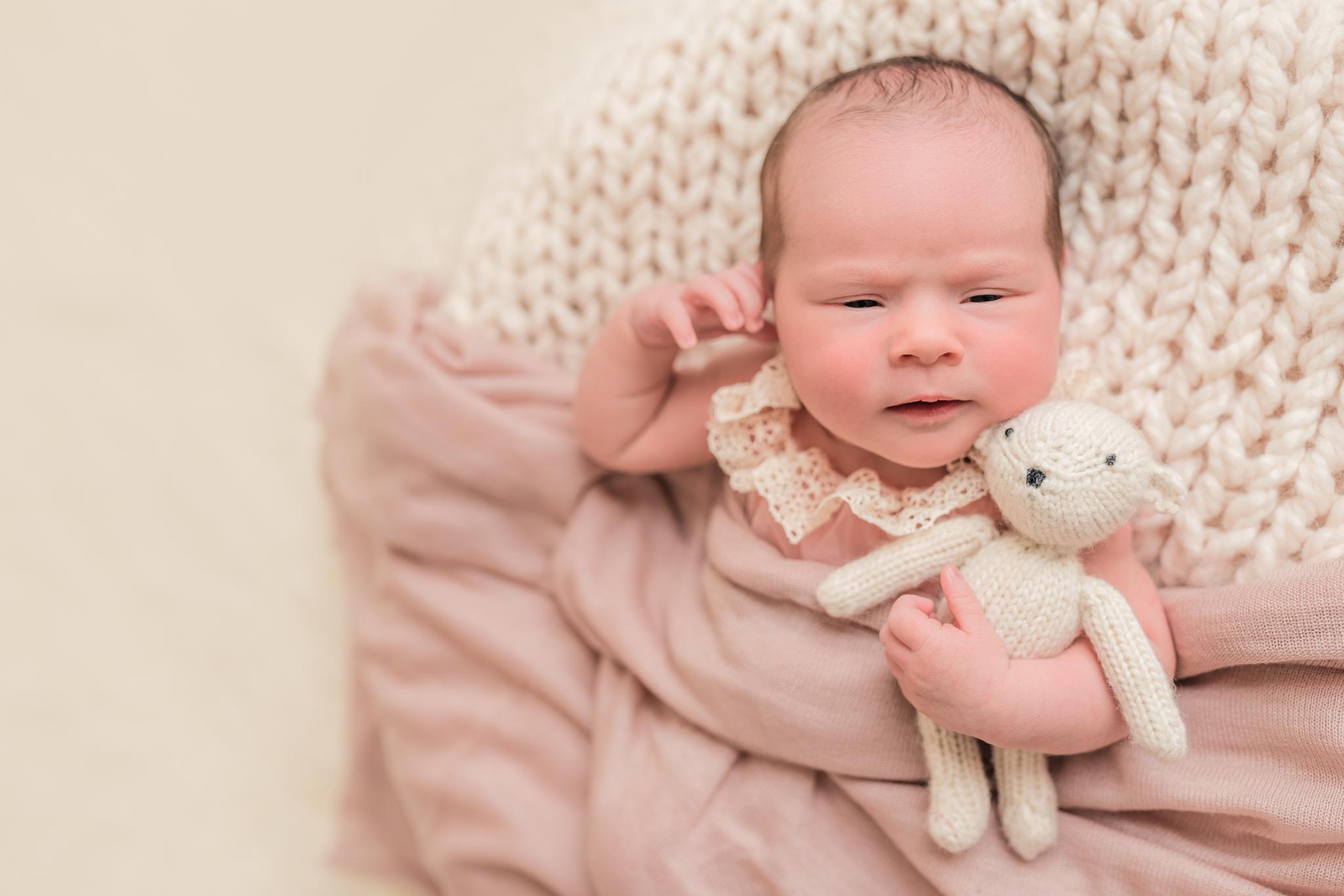 Lily_and_Lane_Victoria_BC_Newborn_Photographer-16.jpg