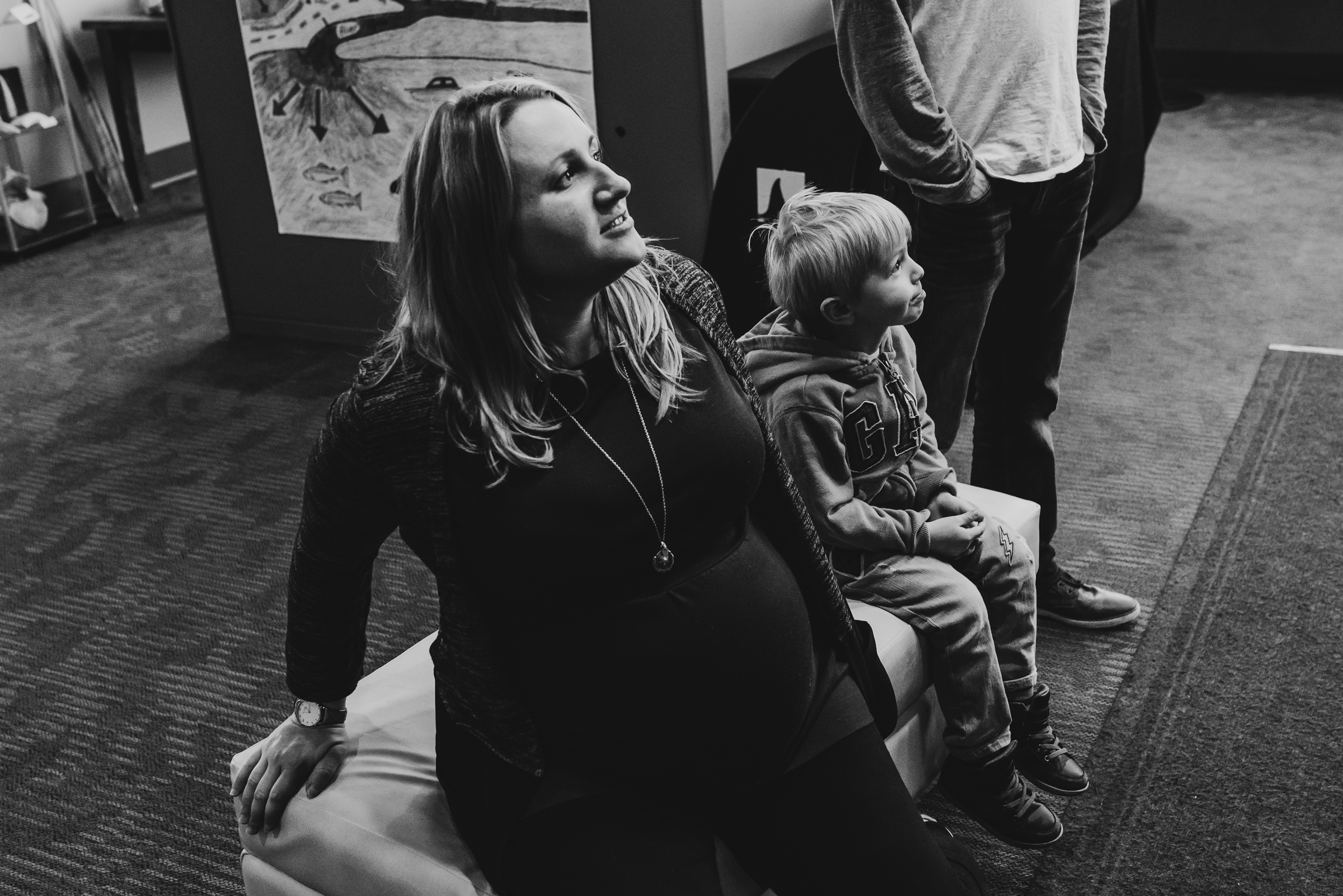 Nicola_Reiersen_Photography_Victoria_BC_Aquarium_Maternity_Session (189).jpg