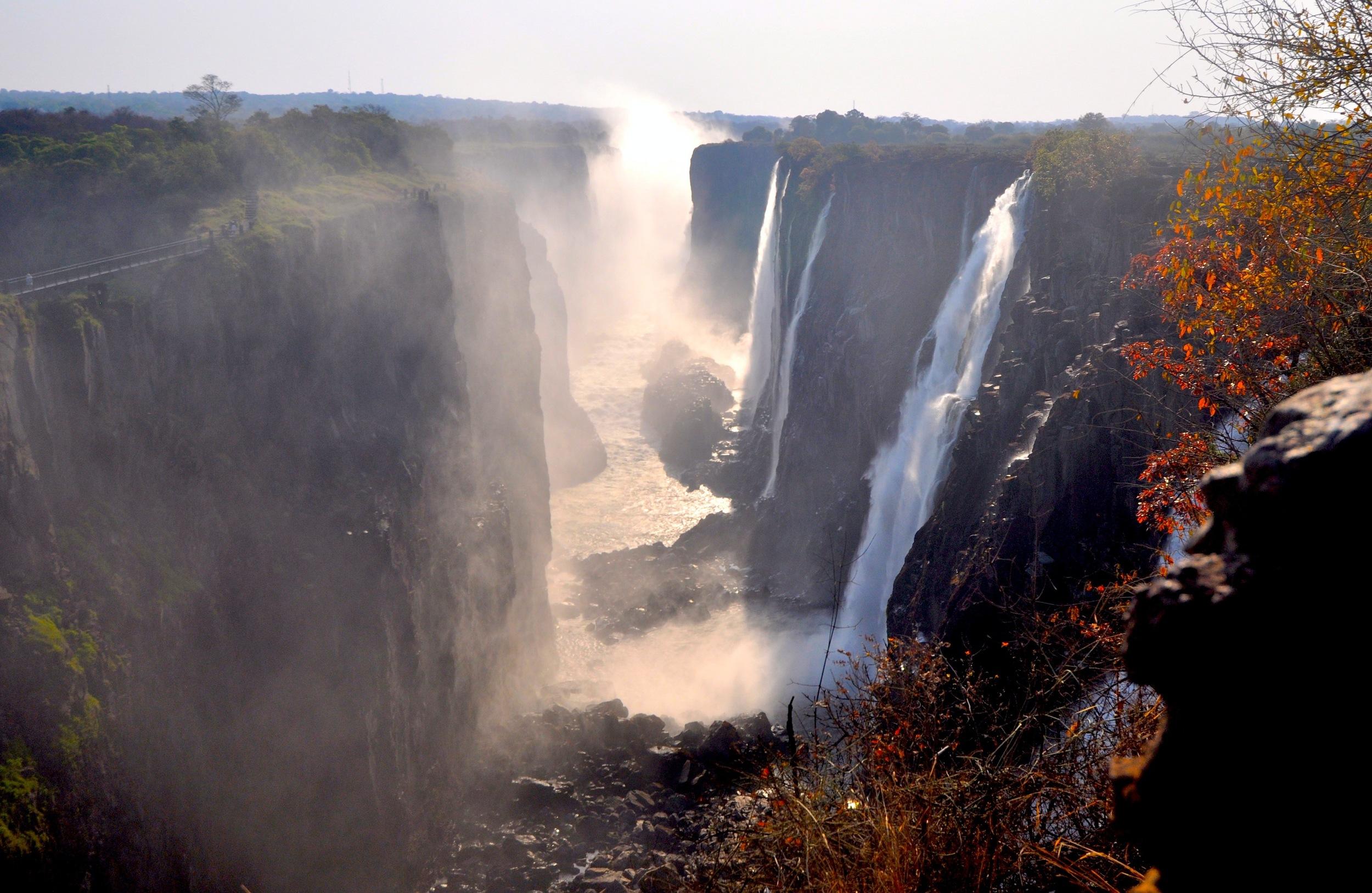 (ZImbabwe) Victoria_Falls_2012.jpg