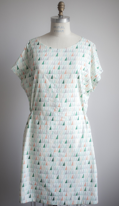 Single line of shirring on either side at the waist.
