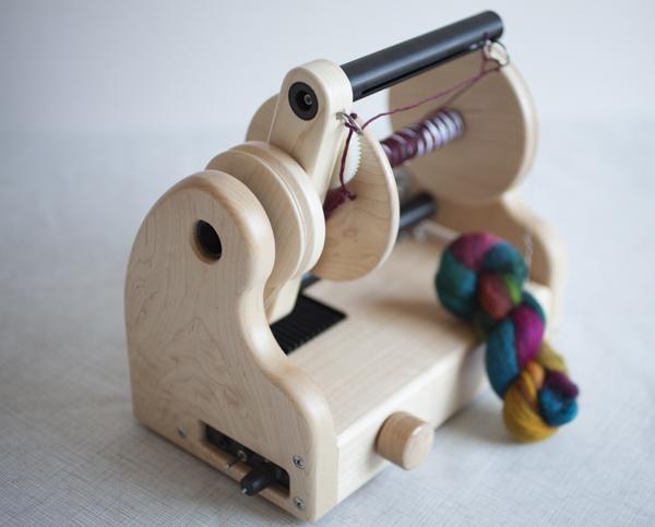Hansencrafts miniSpinner - Maple wood with Woolee Winder.