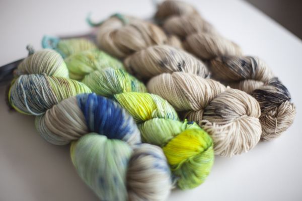 LIMITED EDITION EXCLUSIVE Colors (from left to right, one in each base): Gauge, Tension.