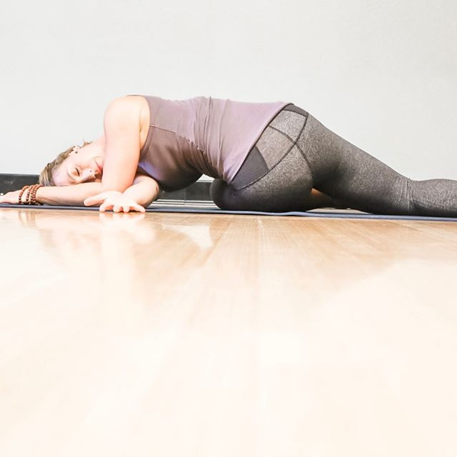 Smack dab in your middle back.  This twist is my answer to long hours driving or at my computer or when things are stressful and my breath feels restricted.  Focus on breathing into your back ribs - feel the expansion and the beautiful, softening release. --- #twists #stephanielegeryoga #yogamom #roadwarrior #backpain #exhale #expansion #corporateyoga #breathe