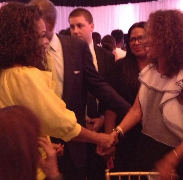 Oprah shares a moment with Mara Brock Akil!