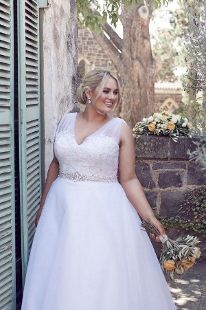 100 Gorgeous Plus Sized Wedding Dresses.    Amazing dresses to make you look fantastic on your wedding day.