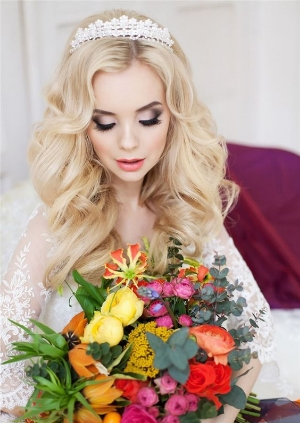 26 Chic Timeless Wedding Hairstyles.    Updo's, braided and waves. Elegant styles to frame your face for your big day.