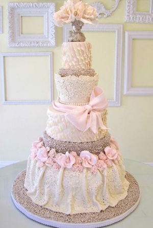 Mod Magazines Editor's Pick Of Exquisite Wedding Cakes.    A collection of some of the most beautiful cake designs.