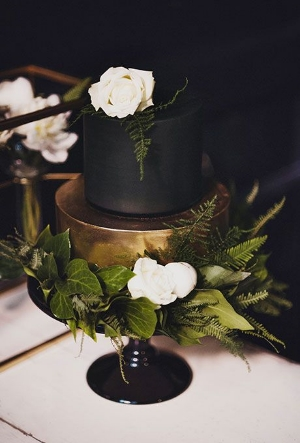 22 Dark Wedding Cakes.    Gorgeous wedding cakes using black and dark colors.