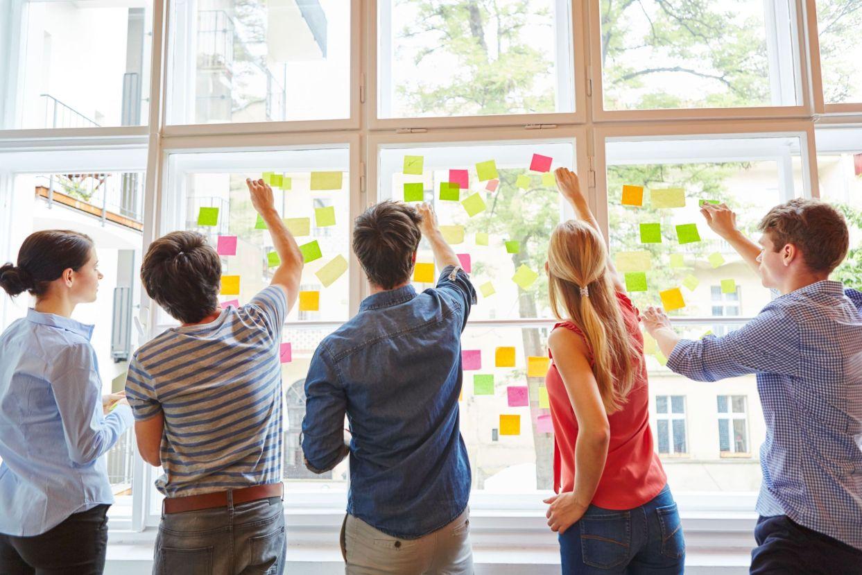 Was Dich erwartet - ✔ Kreative Atmosphäre✔ Agiles Arbeiten✔ User Insights✔ Produktdesign✔ Risikofreie Ideentestung✔ Business Wachstum