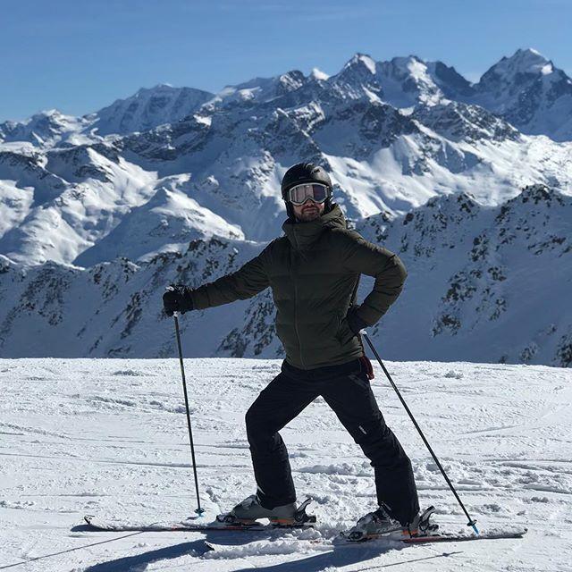 STRIKE A POSE 😆 • • • • 📸 by @myruski  #vacation #skiing #stmoritz #engadinstmoritz #view #mountains #snow #beautifulweather #sunshine