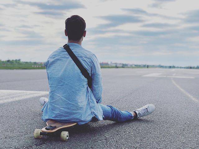 Time Out with the fam! • • • #tempelhoferfeld #longboard #breathe #timetofreeyourmind