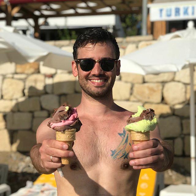 Ice Cream anyone? 🍦🍓🍫 • • • #icecream #vacation #wannagoback #turkishicecream #feelgood #turkey #side