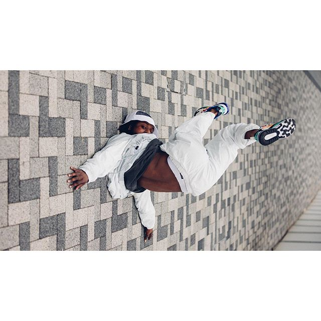from the series of photos inspired by #architecture . . movements: @ivanblackstock  styling: @maas_dust . . #london #streetculture #dance