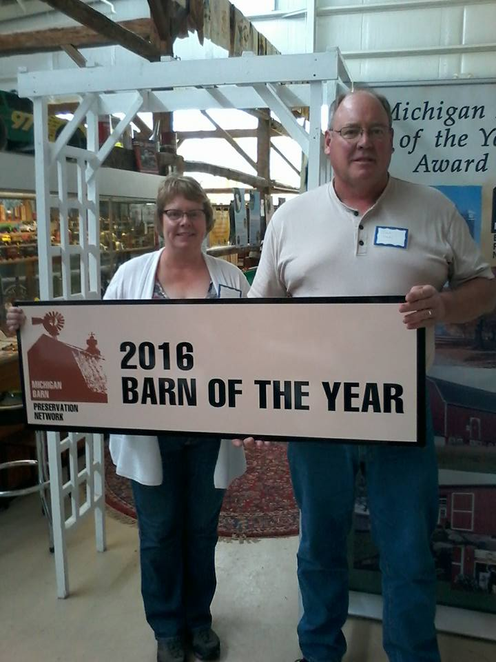 Ruth and Ivan Stahl receiving the 2016 Barn of the Year Award on May 7, 2016.
