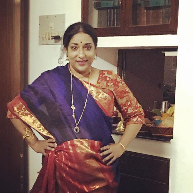What is it with me posing with my hands on my waist every single time??!! 😂 #dontknowwheretokeepmyhands - Anyway, all dressed in a very traditional South Indian attire...wearing my mother-in-law's sari...let the festivities begin!! #motherofthebride #thewholenineyards #twoweekwedding #vintageheirloomjewelry #beforetemplestclaire