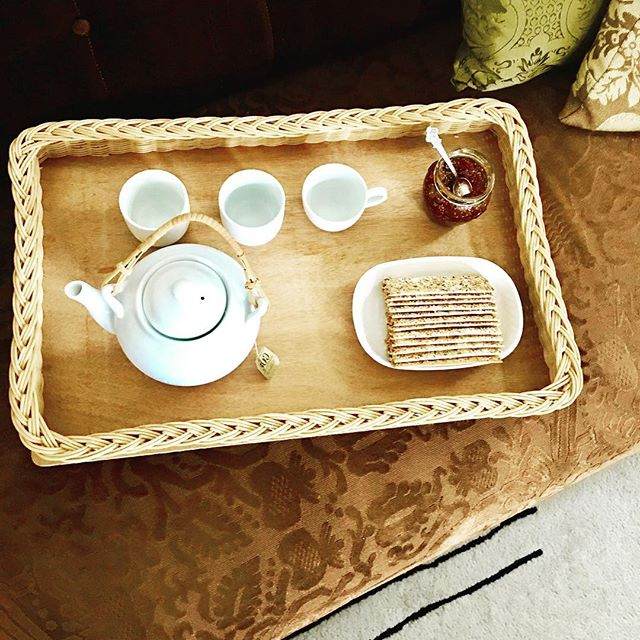 """We're doing the """"hygge"""" everyday at least during tea time. And when is tea time? Pretty much every time we all get together!! Do you hygge? #hygge #teatime #rajirmdesign @rajirmdesign #danish #figs #crakers #sesame"""
