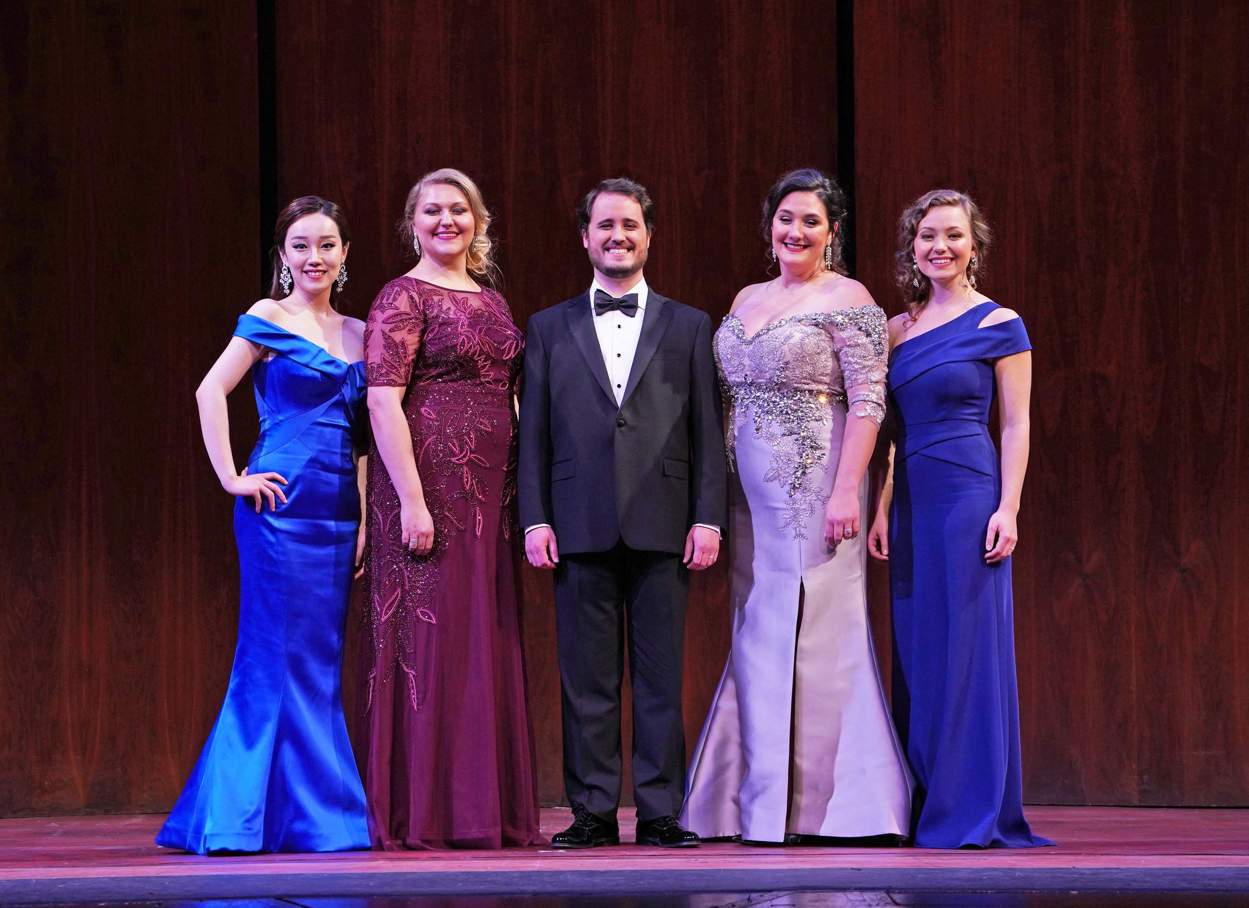 National Council Winners 2018  Ashley Dixon, Mezzo-Soprano, Northwest Region  Jessica Faselt, Soprano, Upper Midwest Region  Madison Leonard, Soprano, Middle Atlantic Region  Carlos Santelli, Tenor, Western Region  Hongni Wu, Mezzo-Soprano, Eastern Region  Photo credit: Richard Termine/Metropolitan Opera  L-R: Wu, Faselt, Santelli, Dixon, Leonard